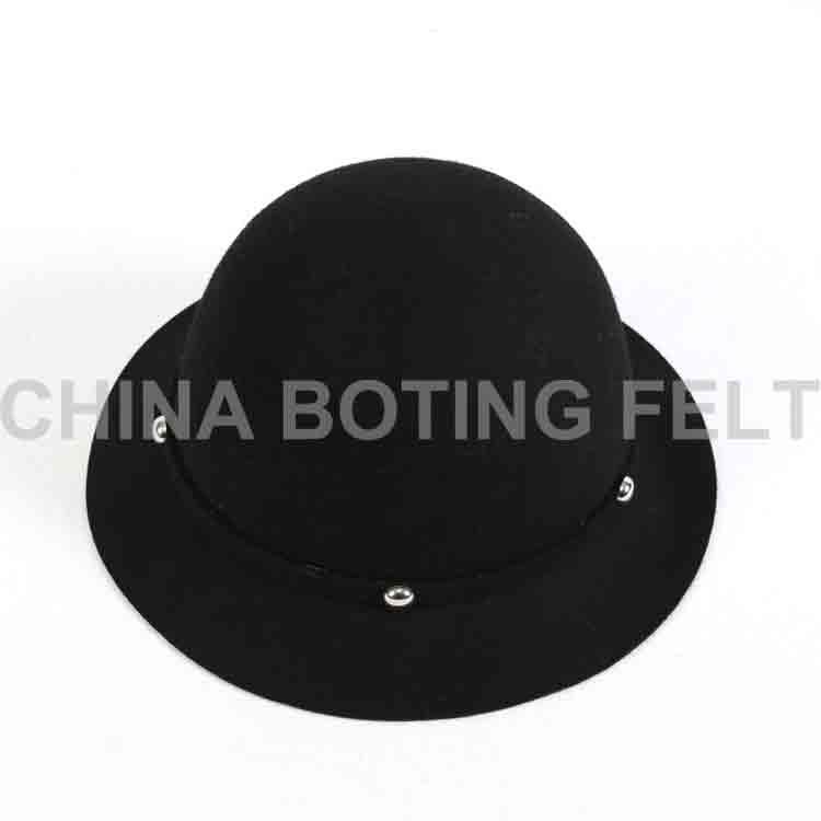 čierna plstená čiapka dámska 2