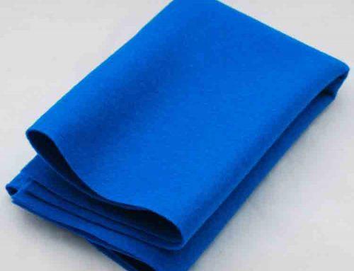 feltro de lã azul