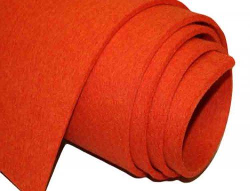 feltro de lã vermelha