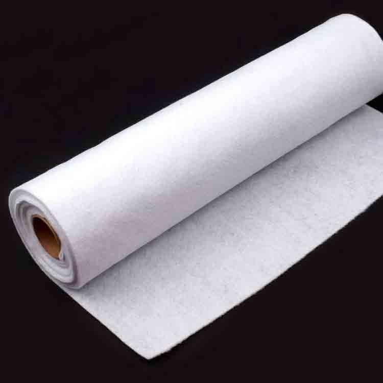 biele plstené plachty 1